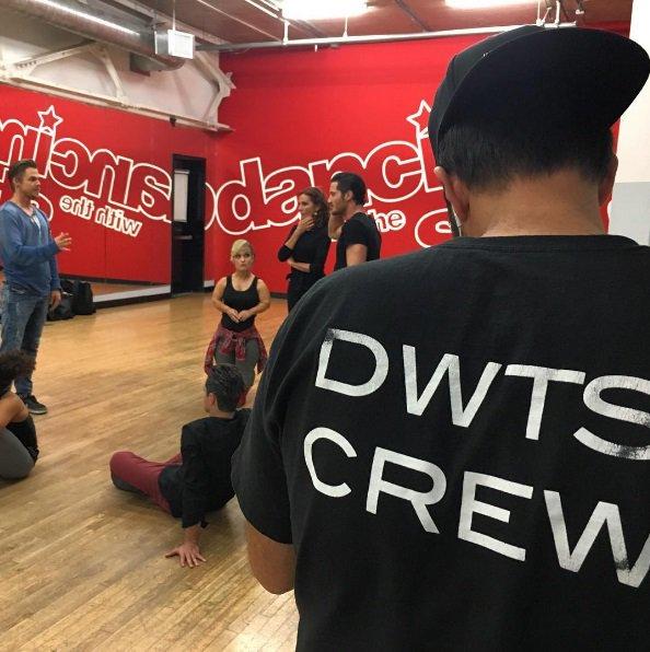 derek-hough-team-rehearsal