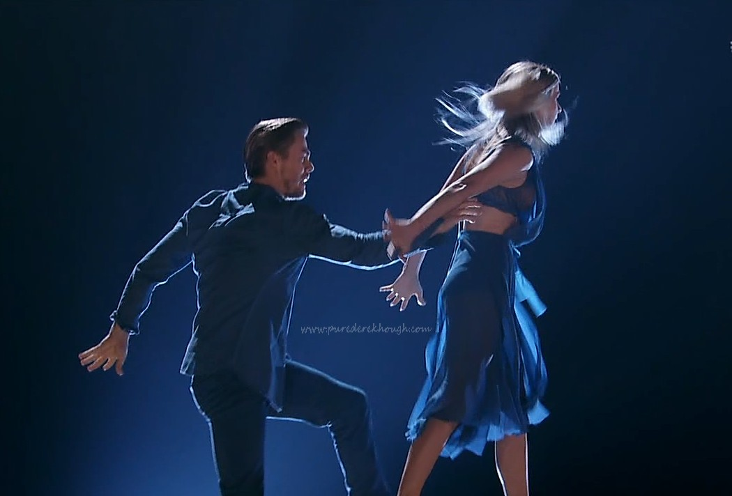 Julianne and Derek Hough Perform on DWTS Season 24, Week 3 ...